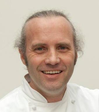 Heiko Antoniewicz ist für seine innovative Küche weit über die Grenzen seiner Heimat bekannt. Er hat sich besonders auf das Sous-vide-Verfahren, ... - Heiko-Antoniewicz